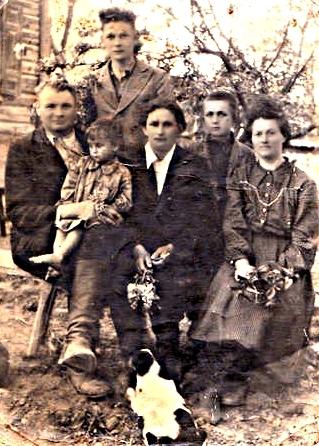 дедушка Сидоренко Викентий Петрович 1908 г.р.<br>1-я жена Сидоренко (Галезник, д.Бакуны) Матрёна Семёновна 1911 г.р., дети от 1-го брака,<br>неизвестная родственница.