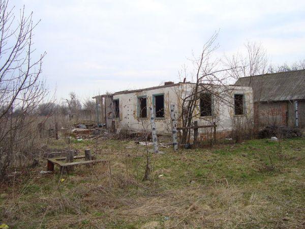 здесь был дом семьи<br>Макаренко Михаила Трофимовича