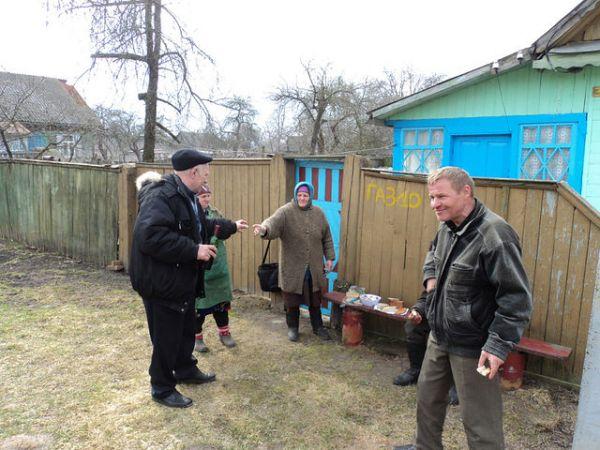 напротив дома семьи<br>Денисенко Адама Адамовича