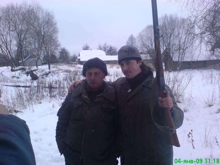 на фото я и дядька Дударев Валерий Алексеевич около кармановского озера