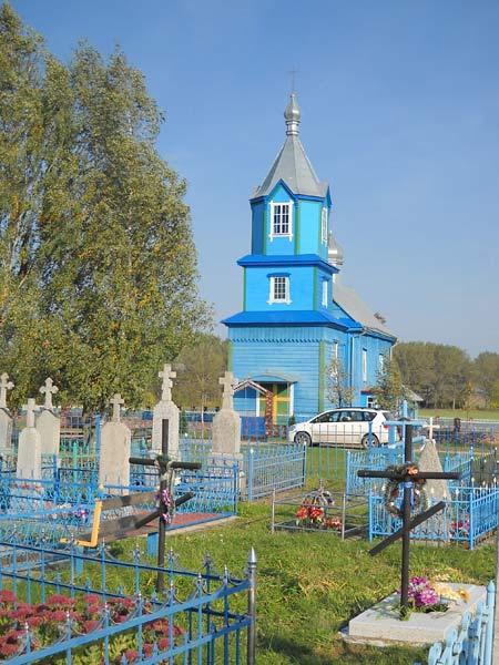 Царква Пятра і Паўла, выгляд з боку вясковых могілак