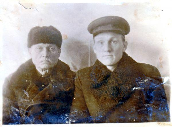 Аляксеенка Аляксей (1882-1959) разам з сынам