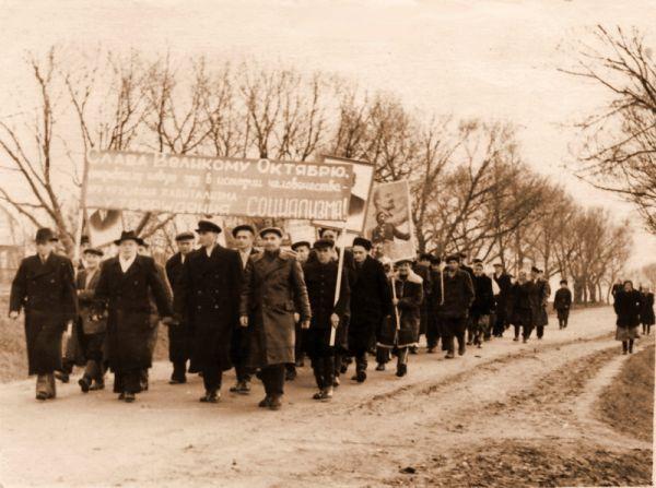 1954г. Октябрьская демонстрация.